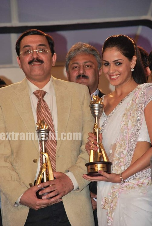 Genelia-dsouza-at-CNBC-Awaaz-Consumer-Awards-2.jpg