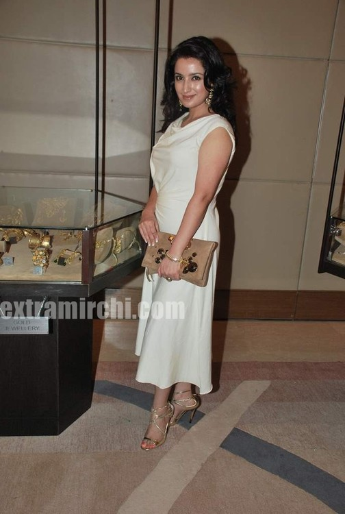 Tisca-Chopra-at-Gemfields-Retial-Jeweller-India-awards-4.jpg