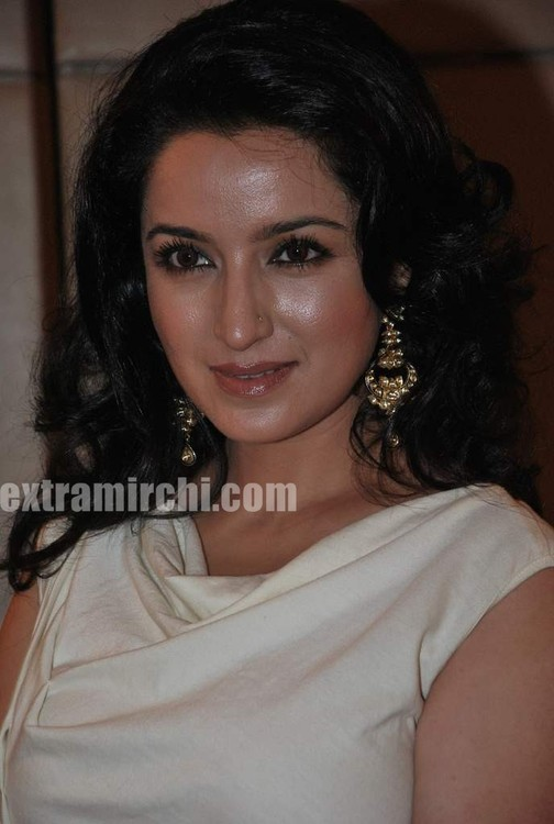 Tisca-Chopra-at-Gemfields-Retial-Jeweller-India-awards-6.jpg