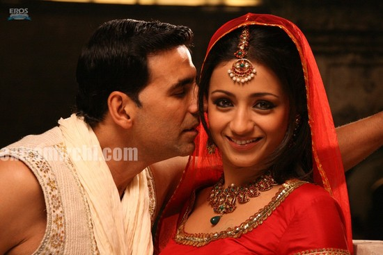 Akshay-Kumar-and-Trisha-Krishnan-in-Khatta-Meetha-10.jpg