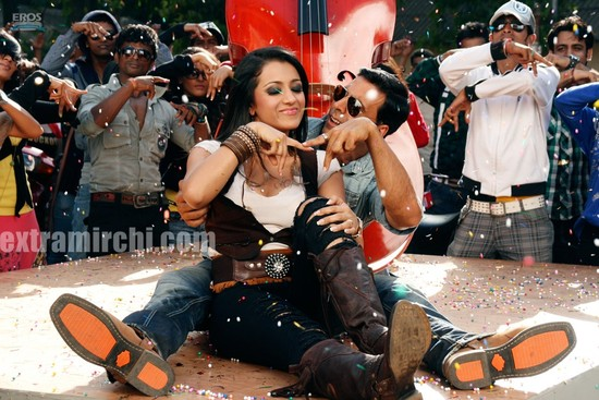 Akshay-Kumar-and-Trisha-Krishnan-in-Khatta-Meetha-5.jpg