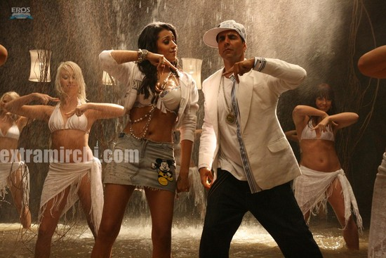 Akshay-Kumar-and-Trisha-Krishnan-in-Khatta-Meetha-6.jpg