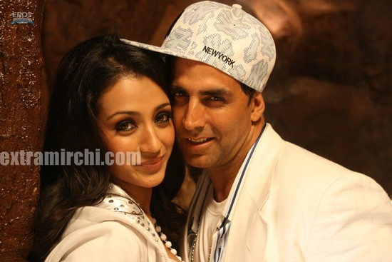 Akshay-Kumar-and-Trisha-Krishnan-in-Khatta-Meetha-7.jpg
