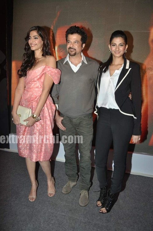 Anil-Kapoor-with-daughters-Sonam-Kapoor-and-Rhea-Kapoor-4.jpg