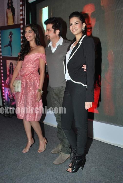 Anil-Kapoor-with-daughters-Sonam-Kapoor-and-Rhea-Kapoor.jpg