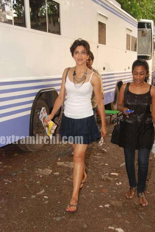 Deepika-Padukone-caught-sanpped.jpg