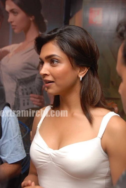 Deepika-at-Lafangey-Parindey-press-meet-8.jpg