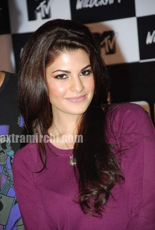 Jacqueline-Fernandez-at-the-launch-of-MTV-Wildcraft-4.jpg