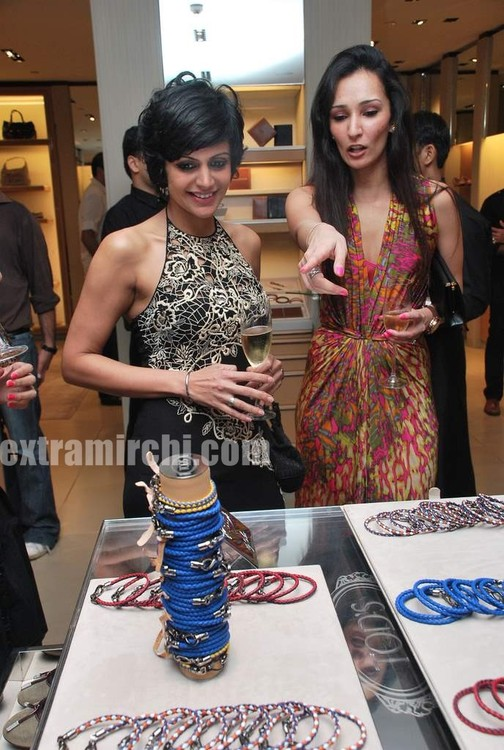 Mandira-Bedi-at-Tods-special-bracelet-launch-3.jpg