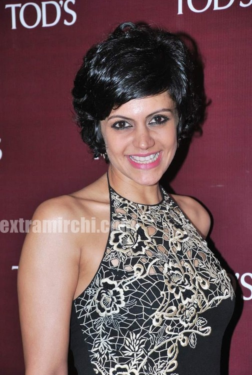 Mandira-Bedi-at-Tods-special-bracelet-launch-8.jpg