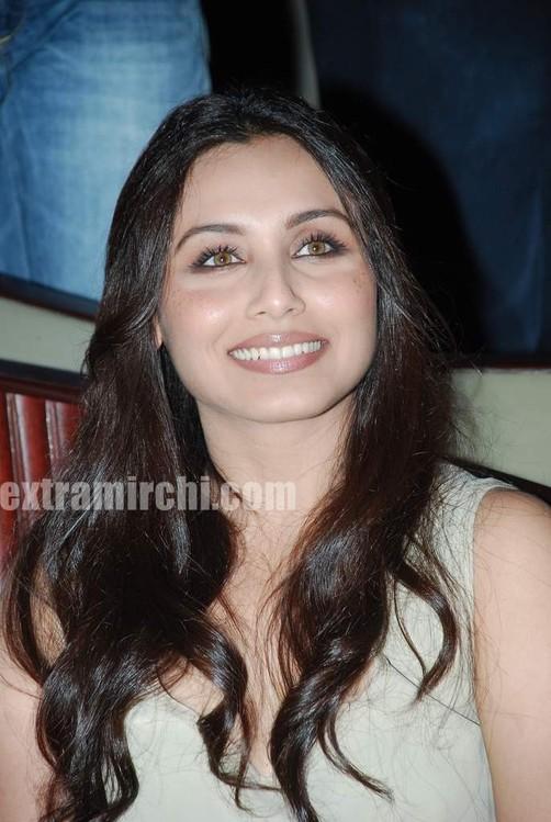 Rani-Mukerji-Aamir-Khan-Kiran-Rao-and-Karan-Johar-at-Peepli-Live-music-launch-1.jpg