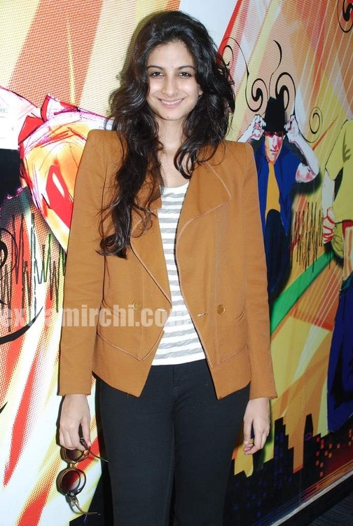 Rhea-Kapoor-promote-Aisha-at-Radio-City-4.jpg