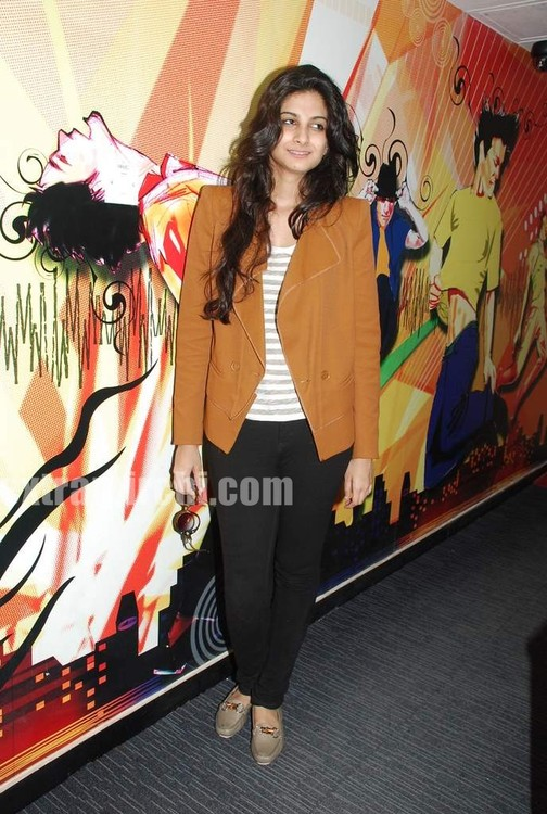 Rhea-Kapoor-promote-Aisha-at-Radio-City-5.jpg