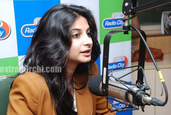 Rhea-Kapoor-promote-Aisha-at-Radio-City.jpg