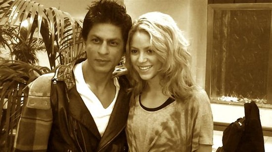 Shahrukh-Khan-with-Colombian-singerShakira.jpg