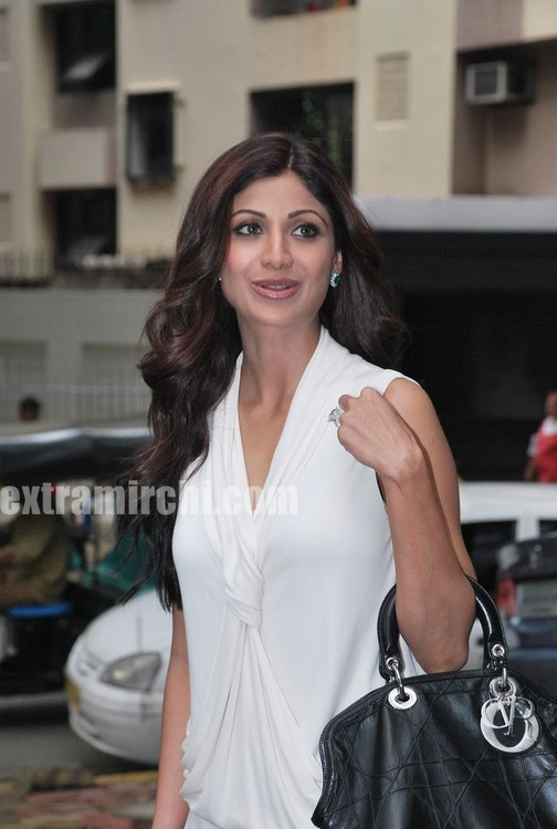 Shilpa-Shetty-at-the-launch-of-Inch-Loss-Wrap-by-Iosis-Spa-1.jpg