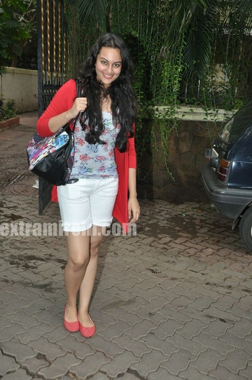 Sonakshi-Sinha-at-Tere-Bin-Laden-Screening.jpg