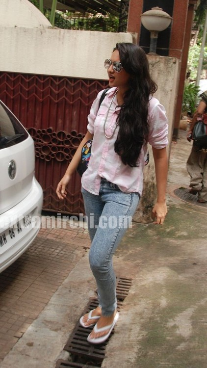 Sonakshi-Sinha-at-a-Special-Screening-of-IHLS-2.jpg