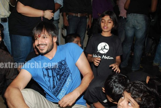 Vivek-Oberoi-meets-Autistic-Children-5.jpg