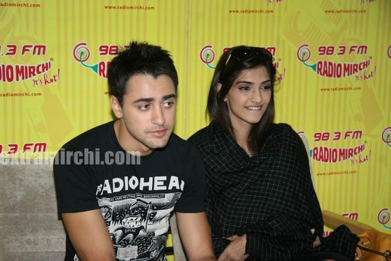 beautiful-Sonam-and-Imran-at-Radio-Mirchi-at-Lower-Parel-1.jpg