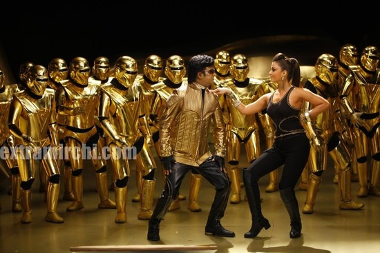 Aishwarya-Rai-and-Rajini-in-Endhiran-the-robot-movie-3.jpg