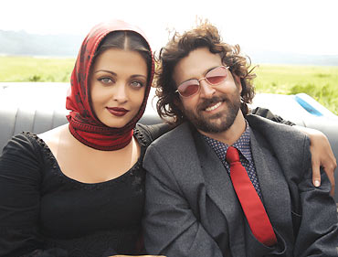 Aishwarya-Rai-and-Hrithik-in-Guzaarish-1.jpg