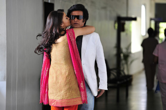 Stylish-Aishwarya-Rai-with-Super-star-Rajini-in-Endhiran-12.jpg