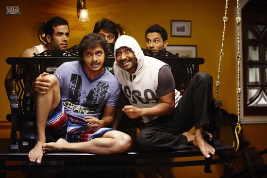 Golmaal-3-Ajay-Devgn-Kareena-Kapoor-Arshad-Warsi-Tusshar-Kapoor-and-Shreyas-Talpade-7.jpg