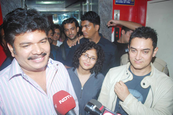 Robot-special-screening-in-Mumbai-8.jpg
