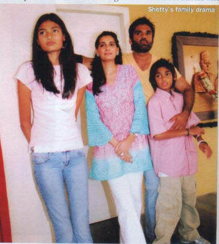 Sunil-shetty-with-mana-shetty-and-kids.jpg