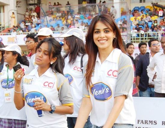 Genelia-cheers-at-Celebrity-Cricket-League-T20-2.jpg