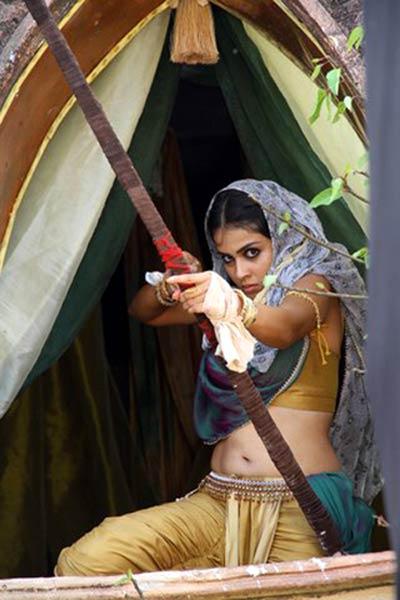Genelia-in-Malayalam-movie-Urumi-2.jpg