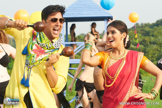 Asin-and-Akshay-Kumar-in-Khiladi-786-6.jpg
