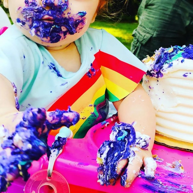 Baby with cake all over face and hands. Photo by Instagram user @sensorytotspot