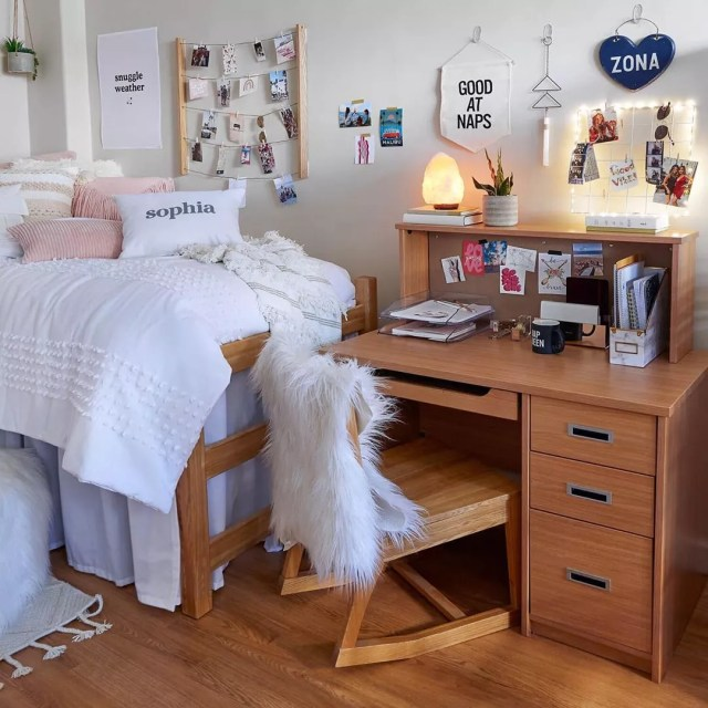 Neatly designed girl's college dorm room. Photo by Instagram user @dormify