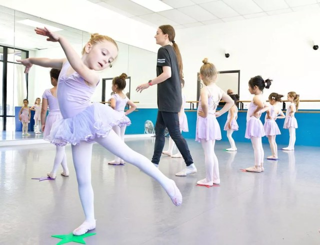 Little girl dancing in ballet class. Photo by Instagram user @artisticodance