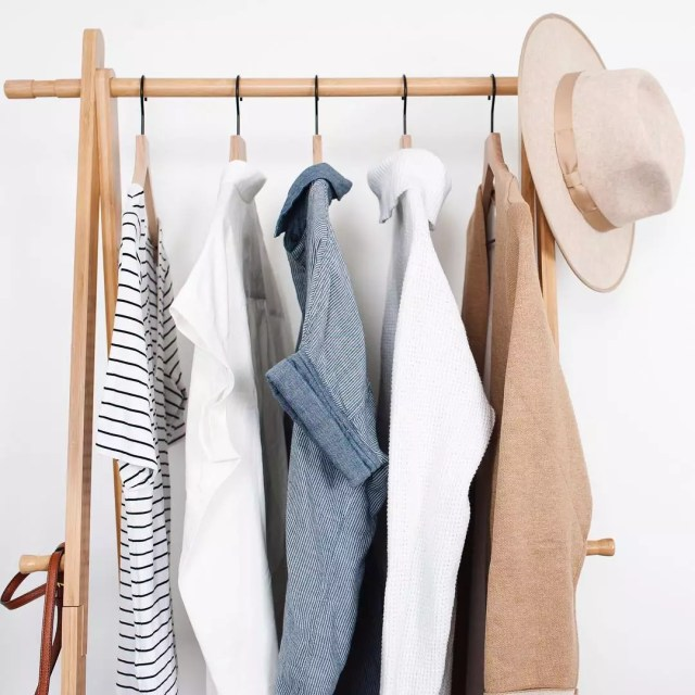 Five shirts and hat hanging on rolling clothing rack. Photo by Instagram user @incrediblyorganized
