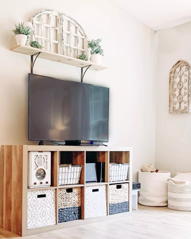 Shelving unit with storage. Photo by Instagram user @homesweethaven_