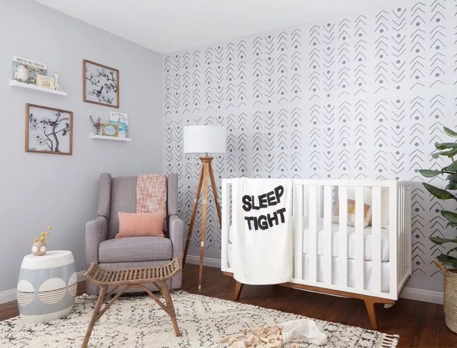 Neutral baby room with wall paper. Photo by Instagram user @hellofromkindred