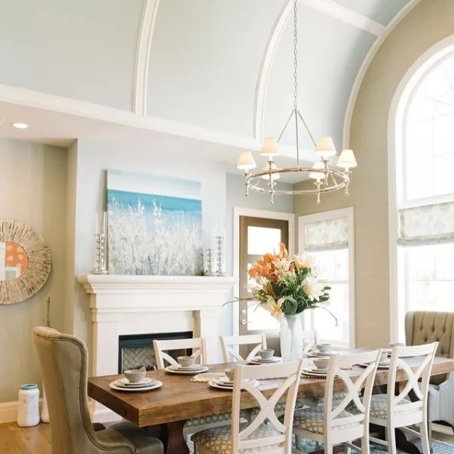 Dining room with neutral walls and light blue ceiling. Photo by Instagram user @vchomeandesign