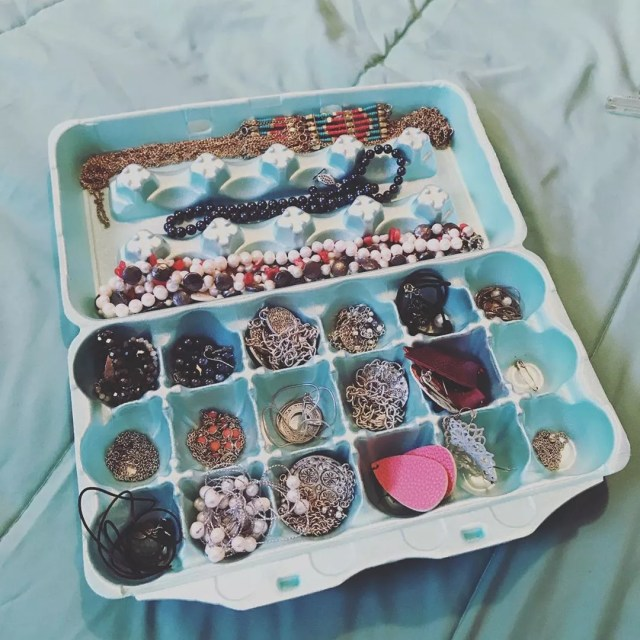 Jewelry stored in egg carton. Photo by Instagram user @brittanyraup