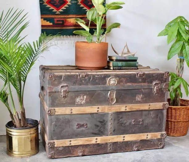 Antique trunk chest. Photo by Instagram user @offerup