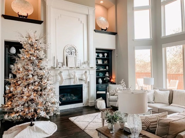 Holiday living room. Photo by Instagram user @gracefulsouthernhome