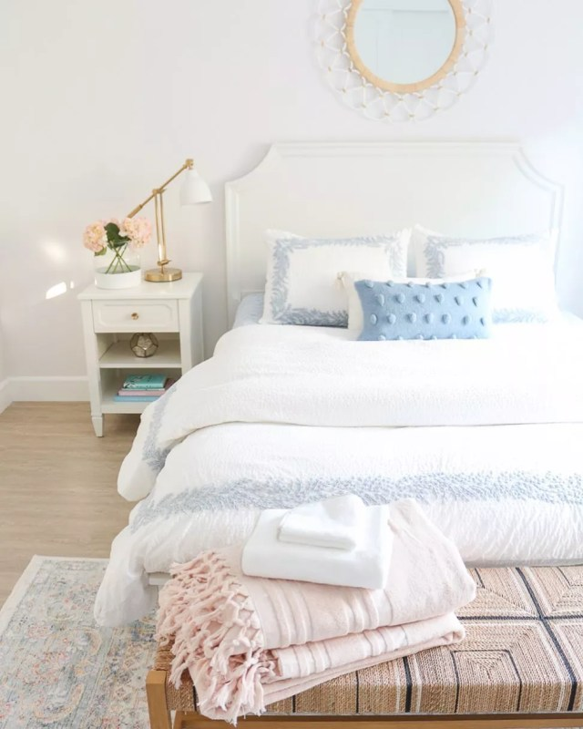 Light blue and white bedroom. Photo by Instagram user @1111lightlane
