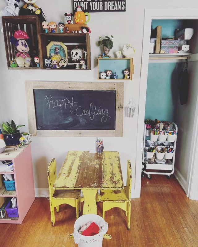 Chalkboard in kids craft room. Photo by Instagram user @rockinmomjeans