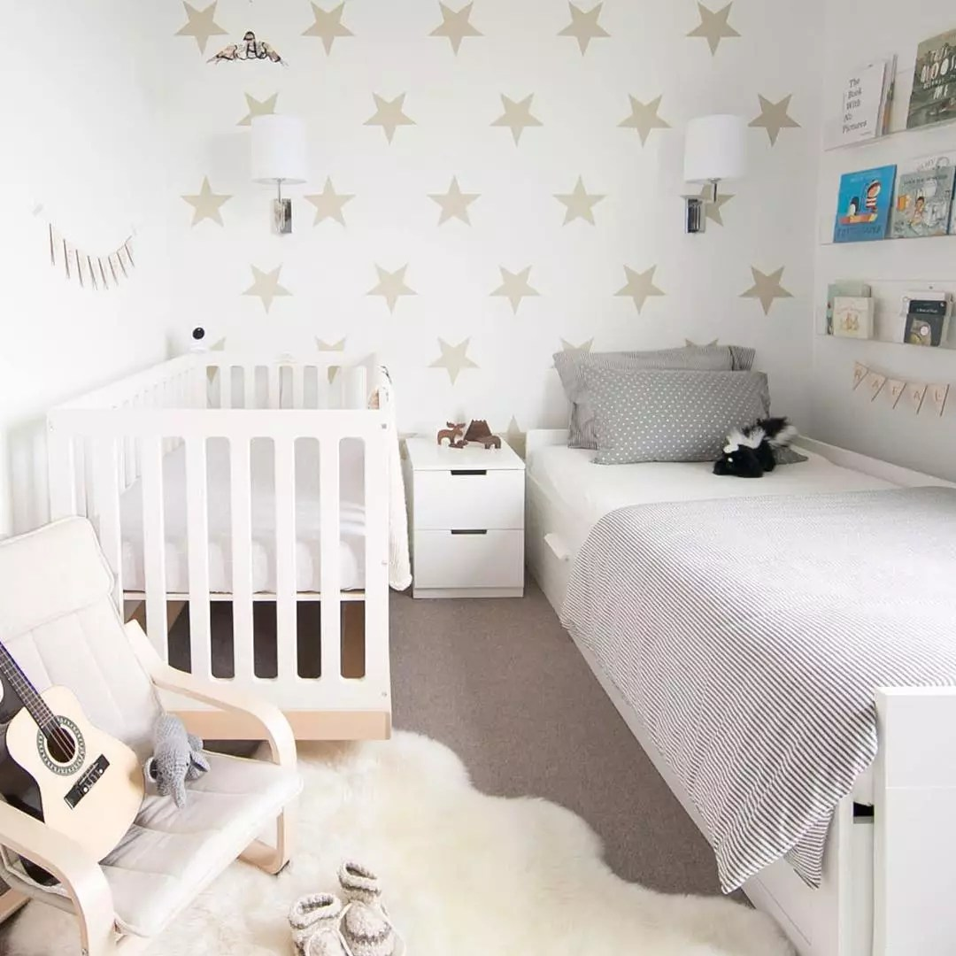 Bedroom Decorated with Stick-On Star Decals. Photo by Instagram user @winterdaisykids
