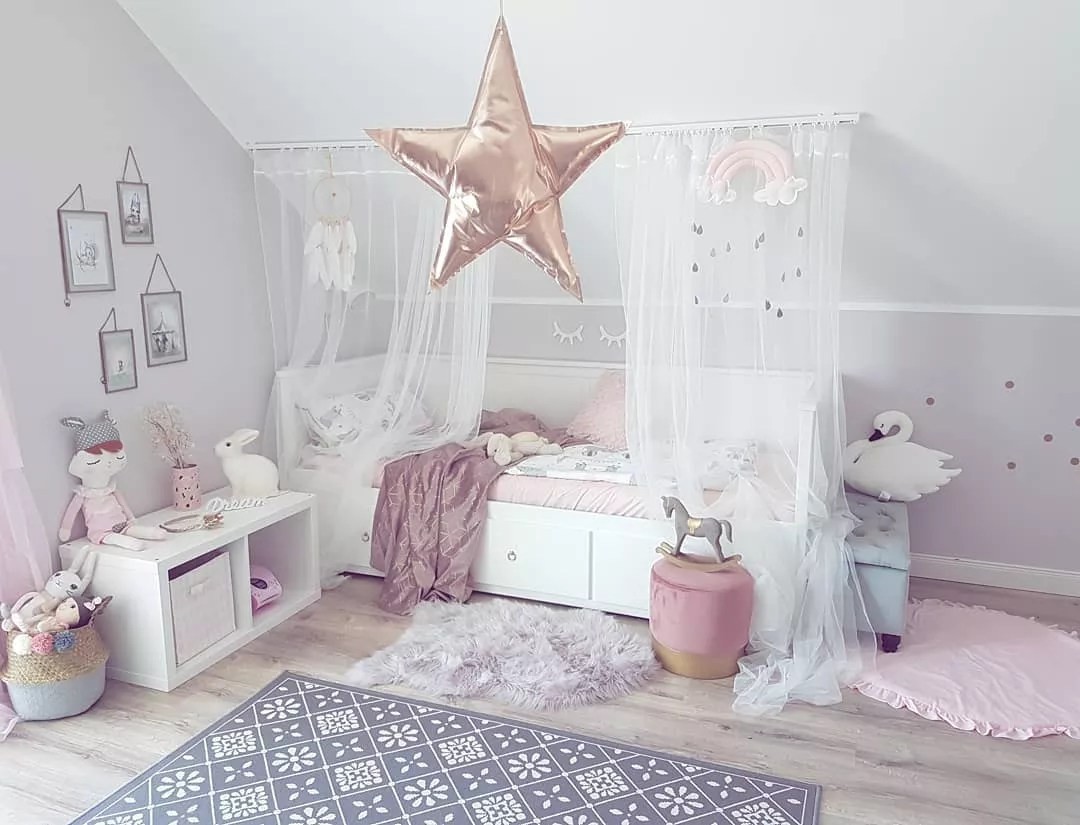 Childrens Bed with Pink Curtains. Photo by Instagram user @________jana___________