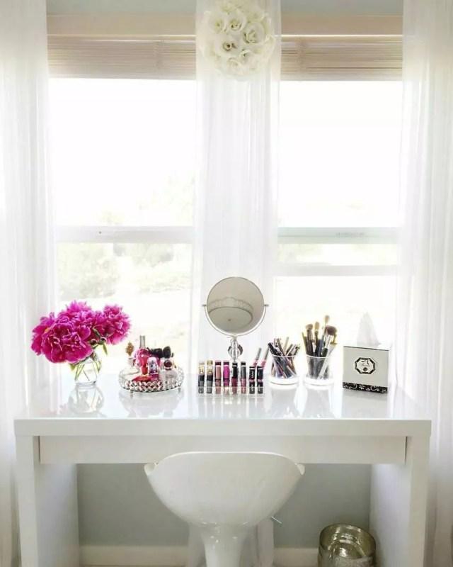 Bedroom Desk Being Used as a Vanity. Photo by Instagram user @thevanitybunnies