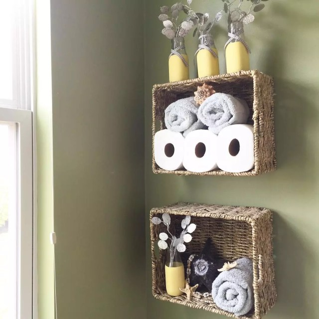 Hanging Baskets in Bathroom Storing Towels. Photo by Instagram user @noticethelittlethingsblog