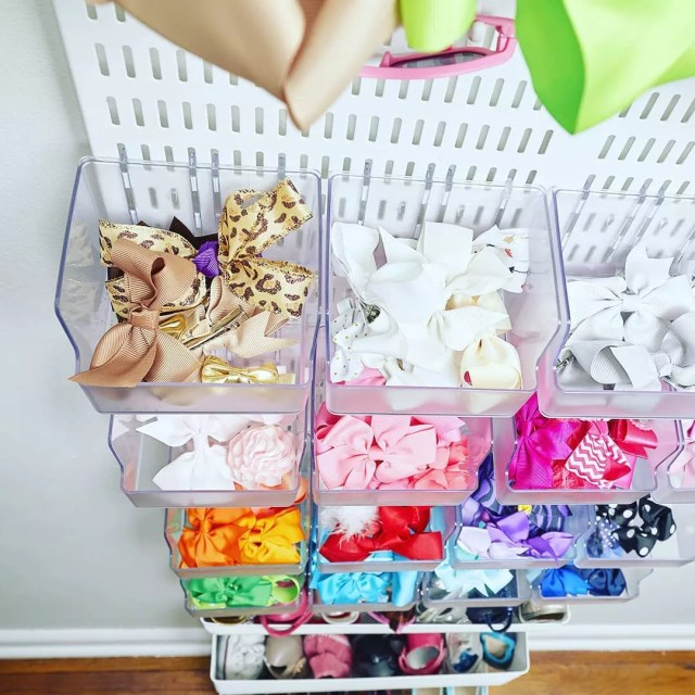 Clear Bins Storing Bins, Sunglasses, and Other Childrens Accessories. Photo by Instagram user @thetodonelist